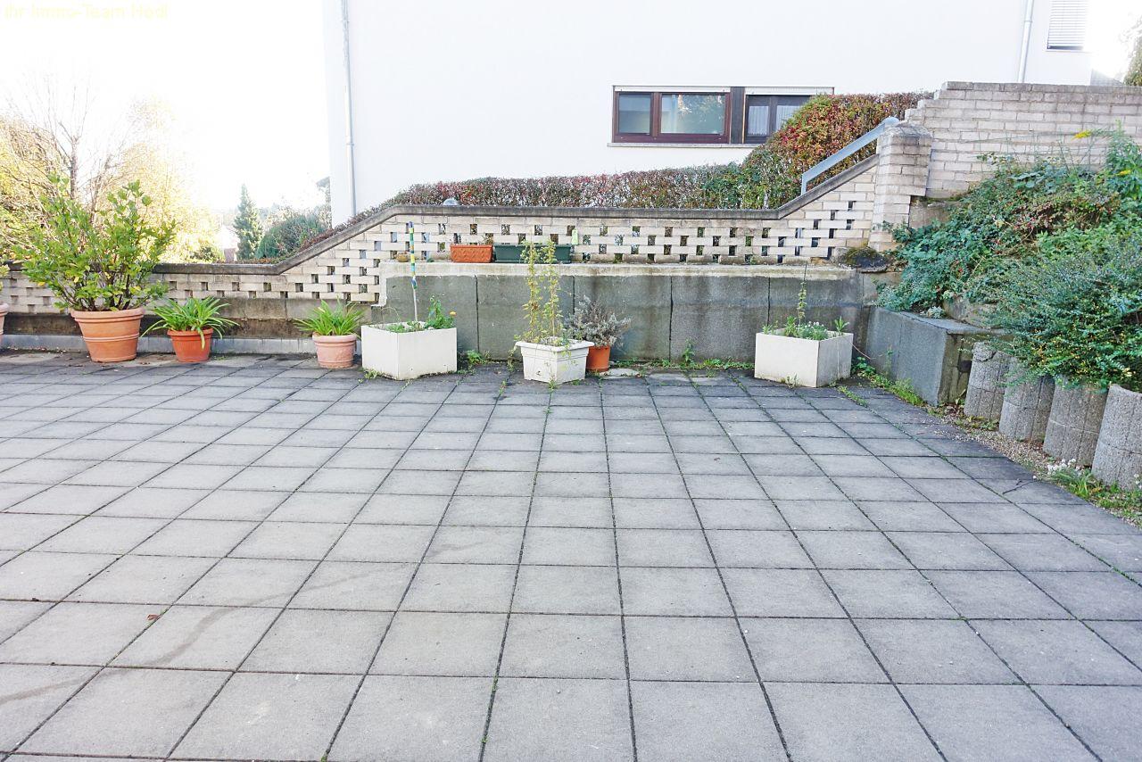 immobilien esslingen sanierte wohnung mit herrlicher terrasse. Black Bedroom Furniture Sets. Home Design Ideas