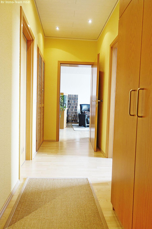 immobilien eningen unter achalm lichtdurchflutete wohnung mit gigantischem ausblick. Black Bedroom Furniture Sets. Home Design Ideas